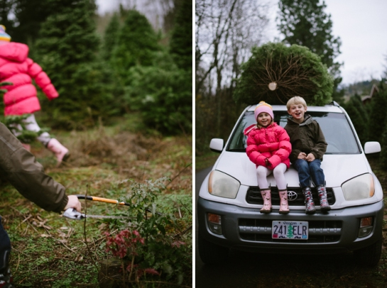 kids on car with christmas tree